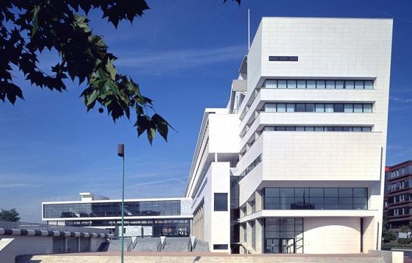 巴黎塞尔齐-蓬多瓦兹大学