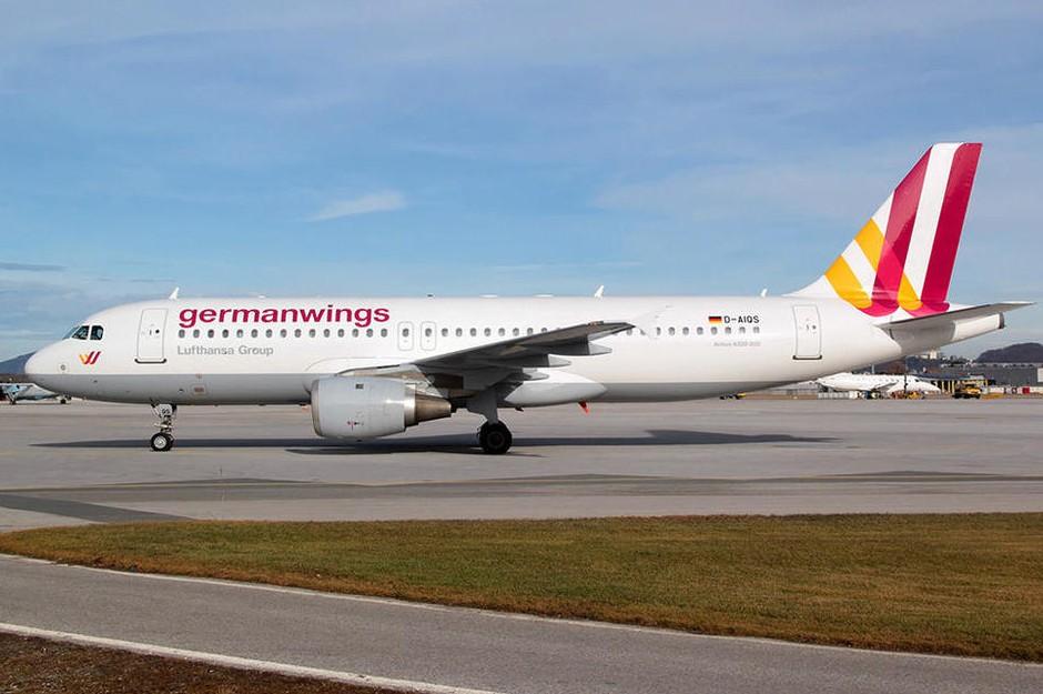 德国之翼航空公司召开记者会,会上公司负责人称,该飞机23日刚刚由德国
