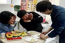 英语下午茶活动上欢乐的孩子们!