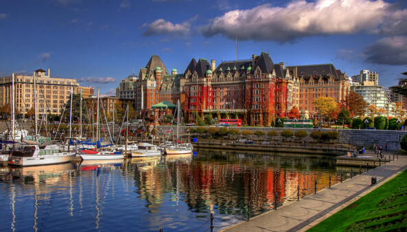 Times Higher Education(泰晤士报高等教育副刊)每年的世界大学排行榜被认为是世界最综合准确的排名榜单。在今年世界大学排行榜中,加拿大多伦多大学位列第20名,英属哥伦比亚大学(UBC)大学位列第32名,麦吉尔大学(McGill)位列第39名,麦克马斯特大学(McMaster)位列第94位。而加拿大维多利亚大学在世界大学综合排名173位,在8所加拿大上榜大学中排名第7位,属于入围大学中为数不多在规模、建校等方面都比较年轻的大学。